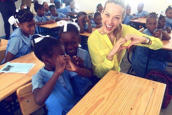 Petrine deti. Stavia školy tisíckam detí na celom svete.