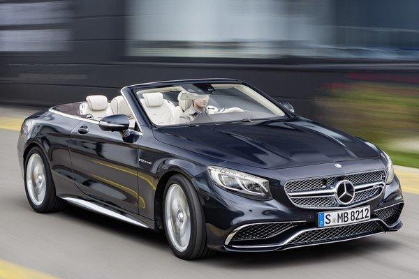 Nový špičkový kabriolet Mercedes-AMG S 65. Na pohon kabrioletu slúži šesťlitrový vidlicový dvanásťvalcový motor s maximálnym výkonom 463 kW a najvyšším krútiacim momentom 1 000 Nm.