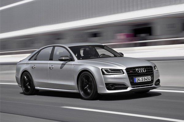 Športová limuzína Audi S8 plus. Nový špičkový model automobilky bude mať svetovú premiéru na septembrovom frankfurtskom autosalóne.