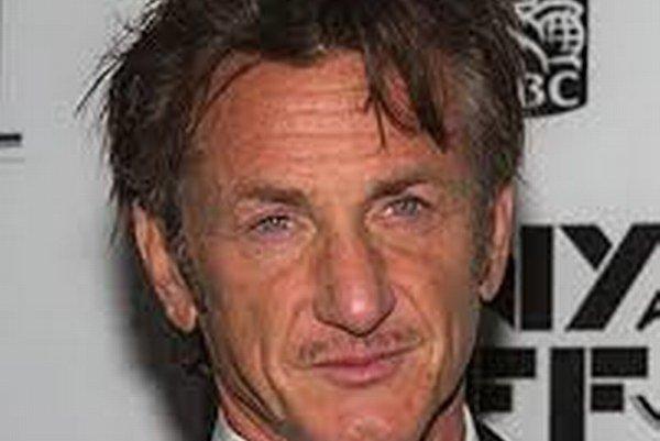Rozhorčený. Sean Penn sa nepovažuje za bitkára žien, známy je skôr ako bitkár pri stretnutiach s paparazzmi.