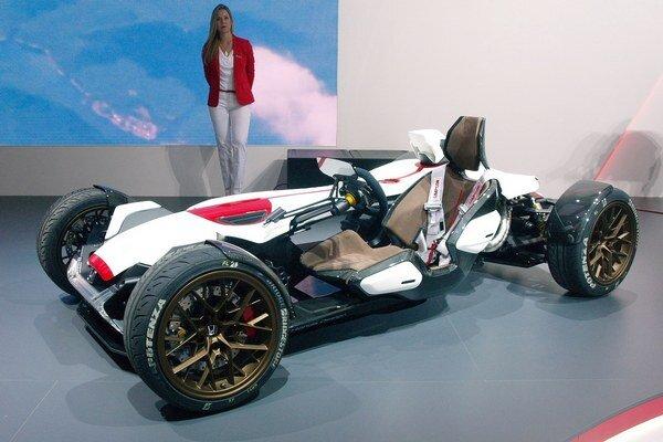 Experimentálna Honda Project 2&4. Vozidlo, ktoré má mnoho spoločných konštrukčných prvkov s motocyklom, vzniklo ako výsledok internej súťaže firmy Honda.
