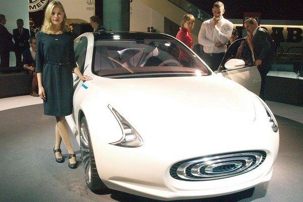 """Taiwanský elektromobil Thunder Power. Výkonnejšia verzia elektromobilu """"sila hromu"""" má výkon 320 kW a dosiahne maximálnu rýchlosť 250 km/h"""