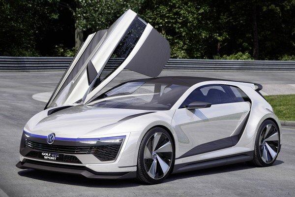 Štúdia Volkswagen Golf GTE Sport. Karoséria s mohutnými krídlovými, nahor odklopnými dverami je zhotovená z ľahkých kompozitných materiálov.