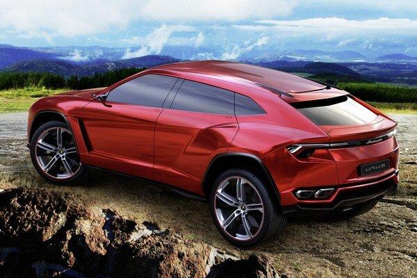 Štúdia Lamborghini Urus. Zo štúdie Urus, predstavenej na pekinskom autosalóne v roku 2012, bude odvodený sériový model, ktorý na trh príde v roku 2018.