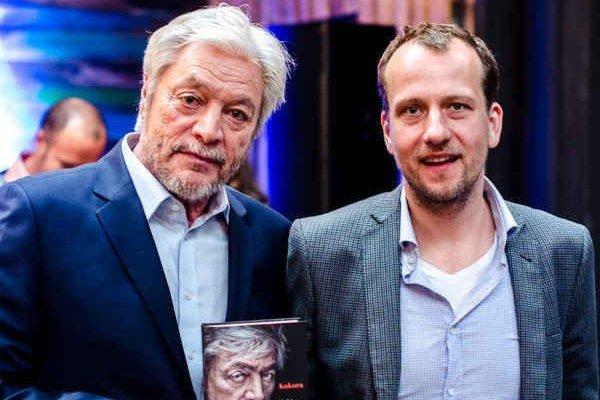 Juraj Kukura a Martin Čičvák. Legendárny herec a autor knihy o ňom.