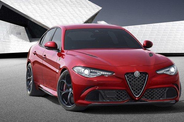 Nová Alfa Romeo Giulia. Najvýkonnejšiu verziu Quadrifoglio Verde (zelený štvorlístok) poháňa trojlitrový šesťvalec s maximálnym výkonom 375 kW