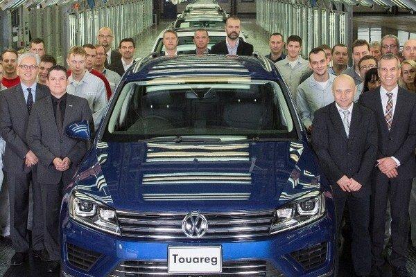 Štvormiliónty automobil z Bratislavy. Bratislavský závod Volkswagen Slovakia je jediným závodom na svete, v ktorom sa vyrábajú vozidlá piatich značiek (VW, Audi, Seat, Škoda a Porsche).