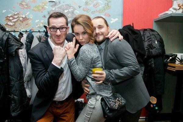 """Úderka"" z Chlapi neplačú. Dominika Kavaschová a jej kolegovia ""pilčíci"" prišli na párty vyzbrojení hlavne dobrou náladou."