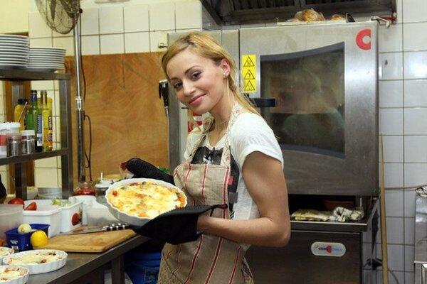 Krásna i šikovná. Mária má varenie ako koníček.