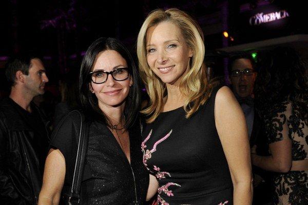 Phoebe a Monica. Kolegyne zo seriálu Priatelia vyzerajú aj po rokoch veľmi dobre.