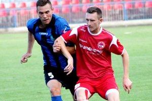 Michal Berecký. V červenom drese.