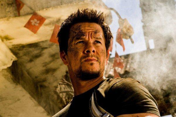 Mark Wahlberg ako akčný hrdina v nových Transformeroch.