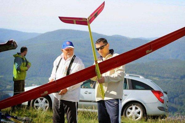 Svahové vetrone. Predstavili sa nad Dobšinským kopcom.