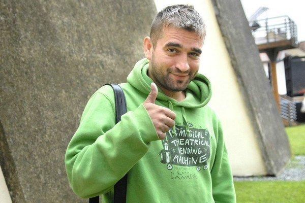 Milan Ondrík je veľký živáň. Nedávno mu za jazdu pod vplyvom alkoholu vzali vodičák.