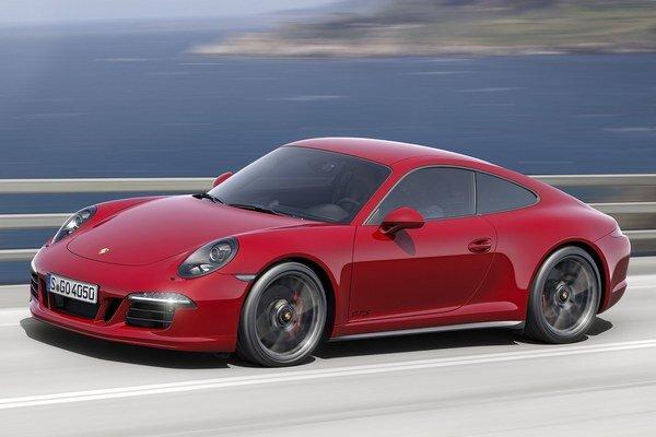 Nové kupé Porsche 911 Carrera GTS. Druhá generácia modelu 911 Carrera GTS sa dodáva ako kupé i kabriolet, s pohonom zadných alebo všetkých kolies.