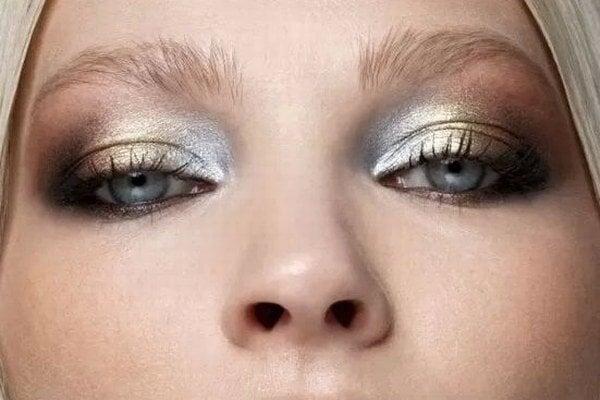 Metalic makeup.
