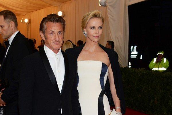 Charlize  Theron a Sean Penn.