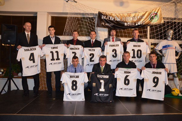 Jedenásť najväčších futbalových hviezd Východu. Futbalová elita východného Slovenska sa v piatok trinásteho predstavila na Spiši. Svojou úrovňou, atmosférou a organizáciou to bol jeden z najlepších ročníkov.