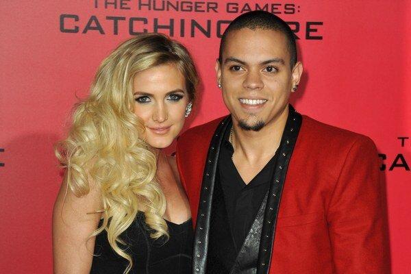 Veľká láska. Ashlee randí so synom slávnej speváčky Diany Ross.
