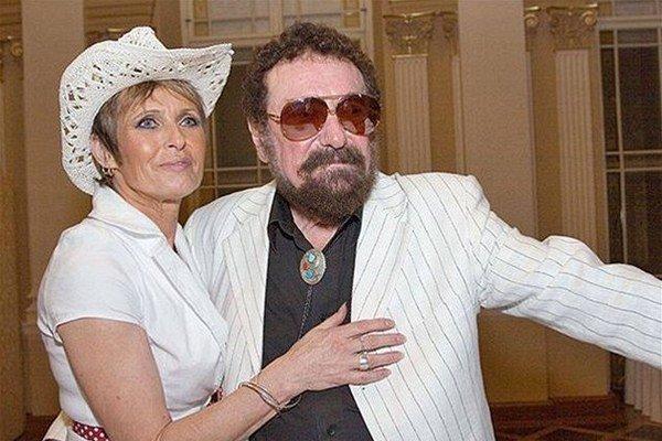 S manželkou Olgou. Tvrdil, že si boli súdení.