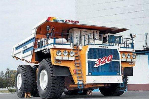 Nákladný automobil Belaz 75600. Podtext: Tento nákladný automobil, ktorý uvezie až 320 ton horniny, je najťažším i najväčším automobilom na svete.