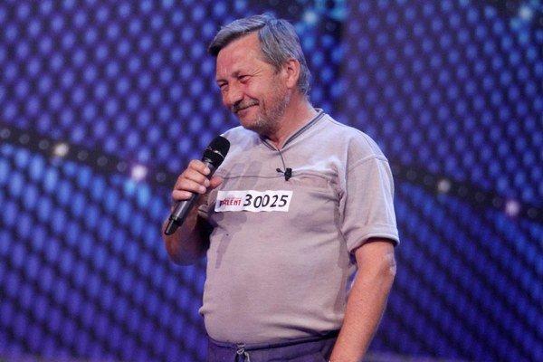 """Jozef Ovšianik. Na pódium si """"odbehol"""" zo šichty v pohrebníctve."""