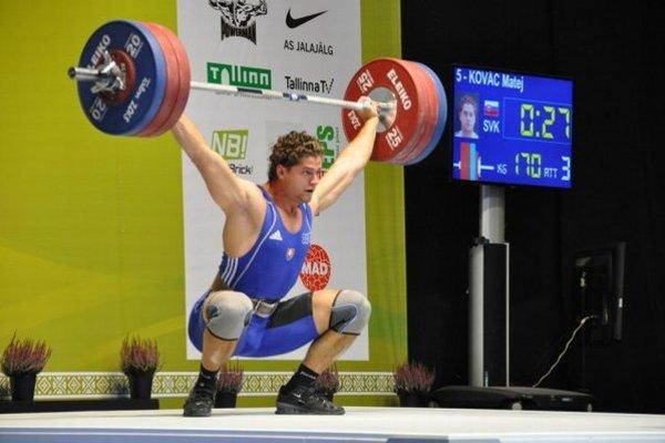 Bronzový medailista. Matej Kováč na majstrovstvách Európy v Tallinne.