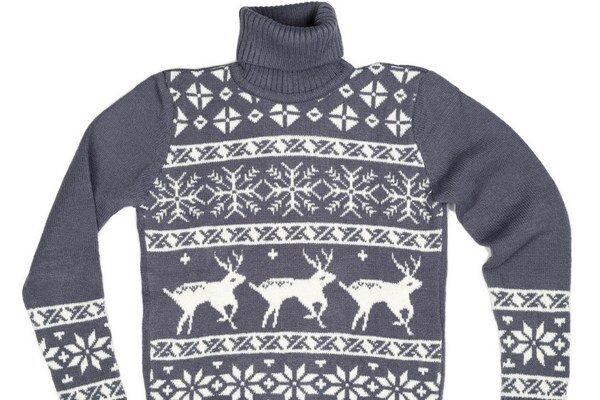 Teplý aj prírodný. Veselý sveter zahreje a poteší aj oko.