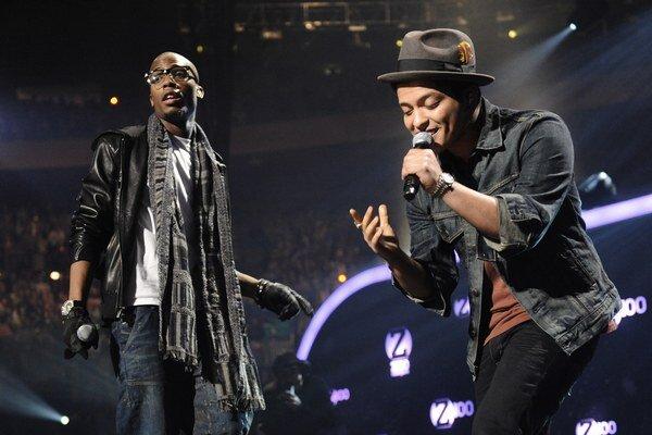 Bruno Mars mal najlepšiu pieseň Locked Out Of Heaven.