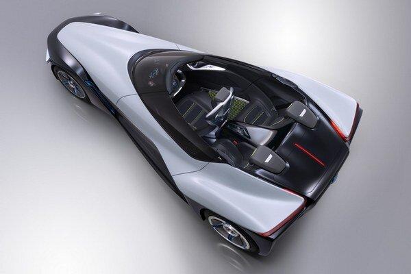 Roadster Nissan BladeGlider. Táto zaujímavá štúdia roadstera budúcnosti je poháňaná elektromotormi v nábojoch zadných kolies.