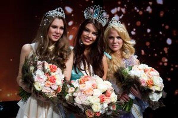 Víťazky Miss Slovensko 2013. II. Vicemiss Luciána, Miss Karolína a I. Vicemiss Nikoleta