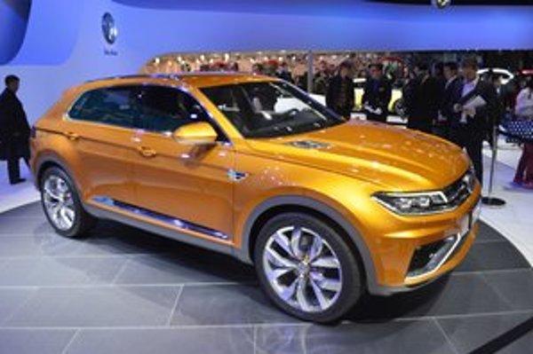Štúdia Volkswagen CrossBlue Coupé. Štúdia predznačuje nový dizajnérsky štýl, ktorý bude uplatnený na budúcich športovo-úžitkových vozidlách Volkswagen.