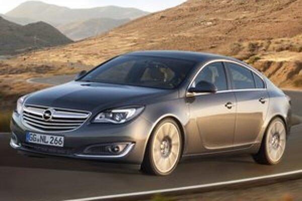 Modernizovaný Opel Insignia. Insignia s pozmenenou prednou i zadnou časťou bude mať svetovú premiéru na autosalóne vo Frankfurte.