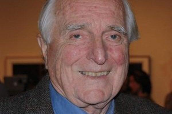 Douglas Engelbart. Jeho najznámejším vynálezom je počítačová myš.