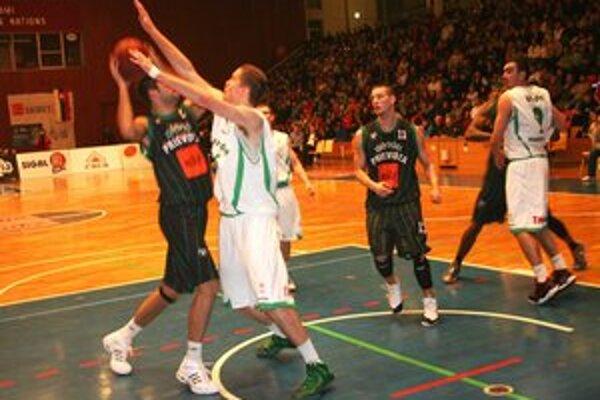 Basketbalové derby malo tradične výbornú úroveň.