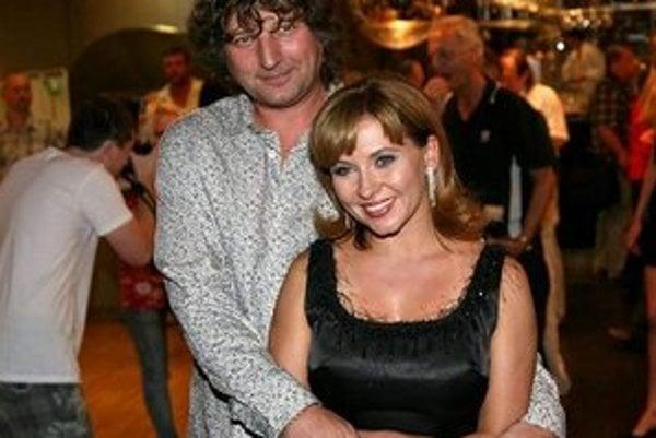 Láska ako z červenej knižnice. Dana Morávková a Petr Malásek žiaria bok po boku šťastím aj po 15 rokoch spolužitia.