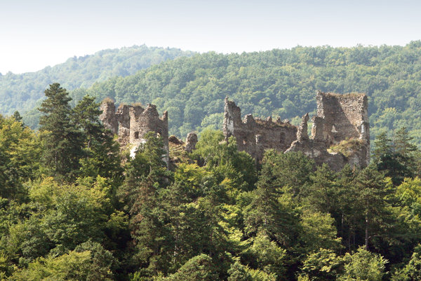 Združenie na záchranu hradu Revište vydalo svojho prvého sprievodcu.