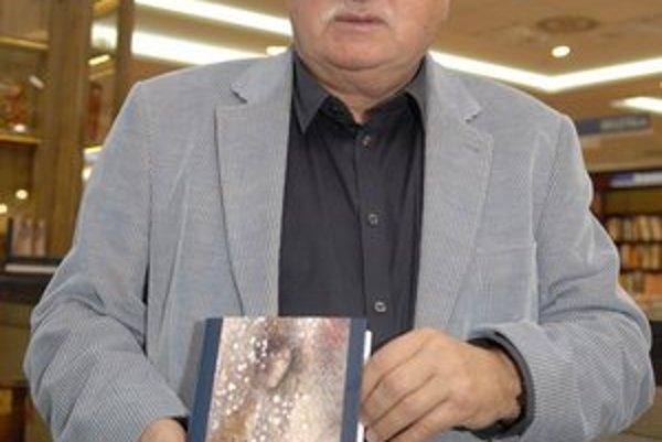 K. Peteraj s novou knihou.