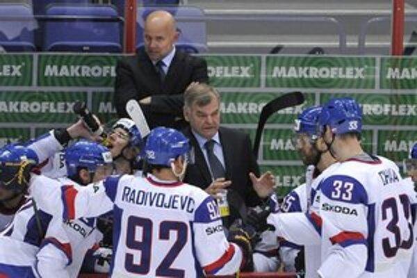 Asistent trénera. Jerguša Bača (hore) zažil medailový šampionát už aj v pozícii asistenta.