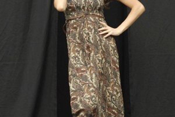 Andrea očarila Košičanov. A ju zase očarila ponuka košických butikov, najmä šaty s klobúkom.FOTO: JUDY