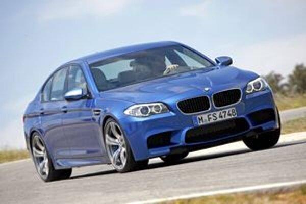 Športová limuzína BMW M5. Premiéru bude mať na jesennom autosalóne v nemeckom Frannkfurte.