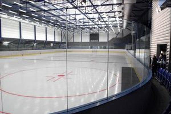 Prípravné zápasy v tréningovej hale. Do hľadiska sa dostane len limitovaný počet divákov.