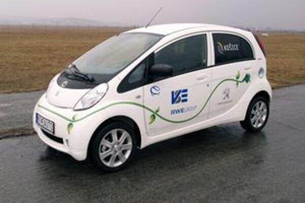 Elektromobil Peugeot iOn. Je to prvý elektromobil tohto typu na Slovensku.