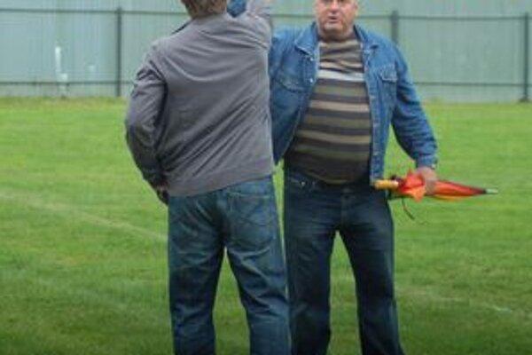 Predseda vlašského futbalu Vladimír Baloga (vpravo) je s doterajšími výsledkami nováčika maximálne spokojný.