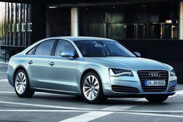 Audi A8 Hybrid. Hybridnú hnaciu sústavu tvorí benzínový štvorvalec výkonu 155 kW a elektromotor výkonu 40 kW.