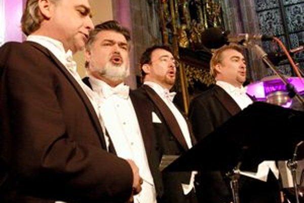 Bratia Dvorskí. Z piatich súrodencov sa štyria venujú spevu. Na koncerte v Košiciach sa predstavili zľava Pavol, Peter, Jaroslav a Miroslav.