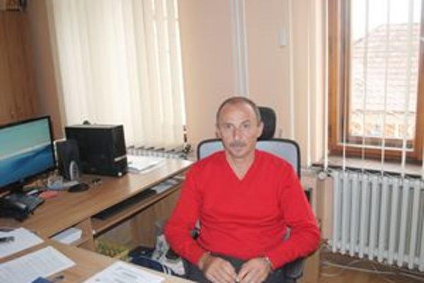 Riaditeľ ZUŠ v Prešove. Jozef Kakaščík vraví, že záľuby sú pri práci dôležité.
