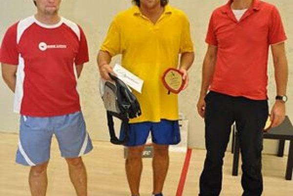 Ladislav Kišš. Hráč košického Baldi squash klubu (v strede) vo finále prehral.