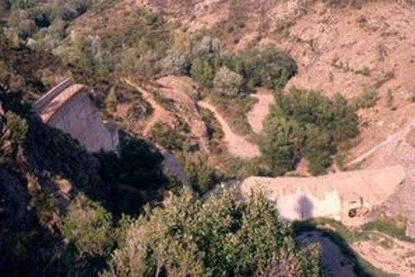 Pretrhnutá hrádza Malpasset.