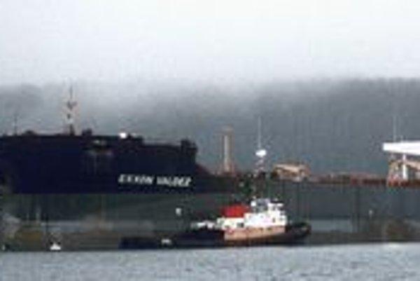 Loď Exxon Valdez. Tento 300 metrov dlhý kolos pojme 235 000 kubíkov ropy.